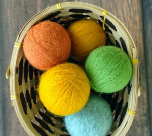 DIY-HOMEMADE-WOOL-DRYER-BALLS-682x1024